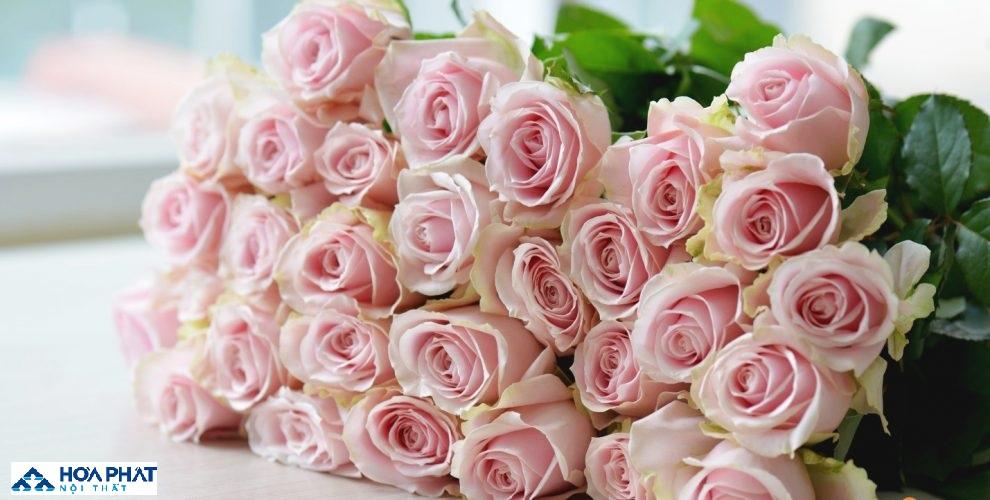 mẫu hoa đẹp cho trang trí bàn ăn